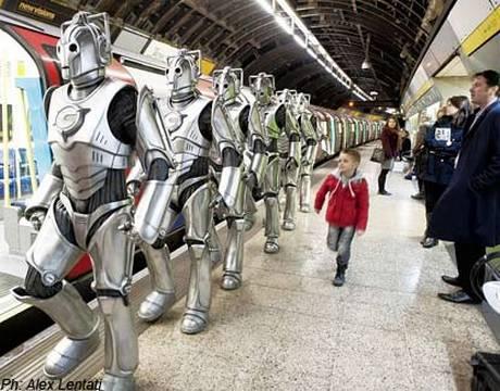 I Cyberman, per fotterti casa, almeno prendono la metro e non provocano ingorghi stradali.
